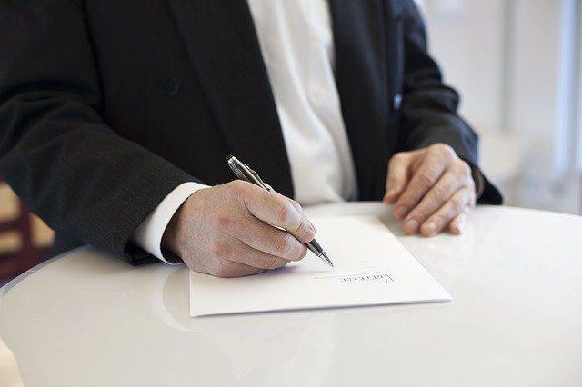 proceso de estudio y firma de prestamos